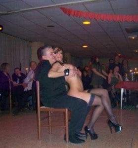 Stripteaseuse à domicile